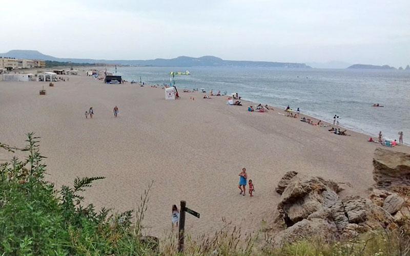La playa El Racó de Begur consigue la bandera de Qualitat